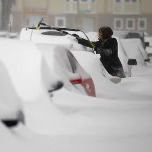Cars buried in the snow in Milwaukee (AP)