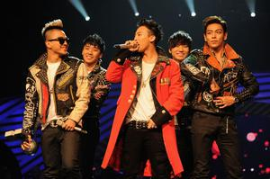 BELFAST, NORTHERN IRELAND - NOVEMBER 06:  Seungri, G-Dragon, Taeyang, T.O.P, Daesung of Korean boy band Big Bang perform onstage during the MTV Europe Music Awards 2010 live show at at the Odyssey Arena on November 6, 2011 in Belfast, Northern Ireland.  (Photo by Dave Benett/Getty Images)