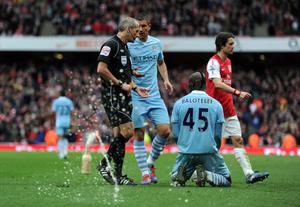 LONDON, ENGLAND - APRIL 08: As Referee Martin Atkinson goes over to show  Mario Balotelli of Man City his second yellow card a bottle of beer is thrown onto the pitch during the Barclays Premier League match between Arsenal and Manchester City at Emirates Stadium on April 8, 2012 in London, England.  (Photo by Michael Regan/Getty Images)
