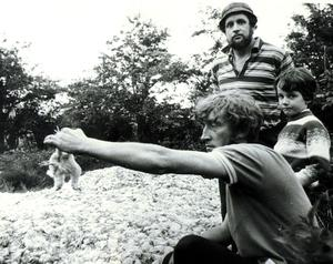 A man holds a chick by the foot, during the U.W.C strike. 24/05/74