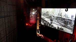 A slow rollercoaster shows old and reconstructed videos of how the Titanic was built.
