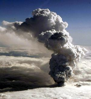 Airports closed as volcanic ash drifts towards Britain