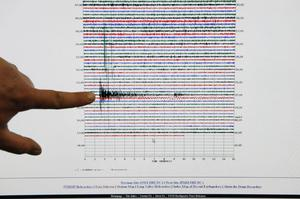 Anthony Guarino, a seismic analyst at the Caltech Seismological Laboratory, shows the 7.0 earthquake peak from the Haiti earthquake at the laboratory in Pasadena, Calif. on Tuesday, Jan. 12, 2010
