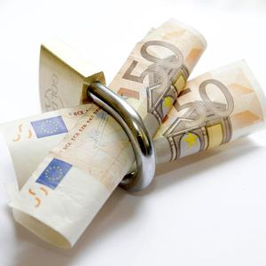 Bankers have dismissed a new survey showing almost half of small businesses in Ireland are being refused loans