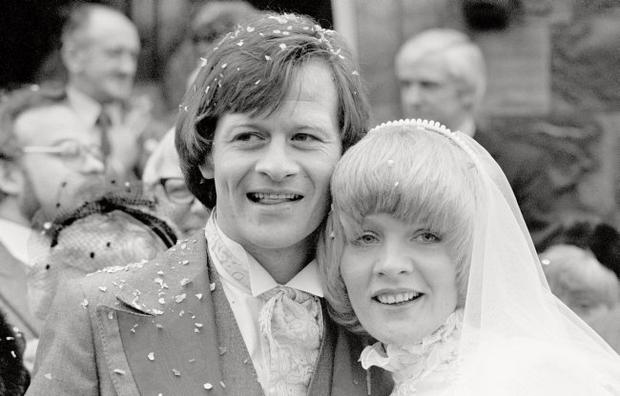 05-01-1980. Confetti scatters at the wedding of Alex 'Hurricane' Higgins and bride Lynn, at the United Reform church in Wilmslow.