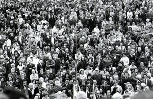 Faces in the crowd during the Ulster Workers Council Strike. 05/06/74