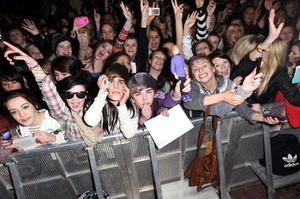 BELFAST, NORTHERN IRELAND - NOVEMBER 05:  Singer Justin Bieber fans wait for him to arrive to the MTV Voices Dinner during the MTV Europe Music Awards 2011 at the Merchant Hotel on November 5, 2011 in Belfast, Northern Ireland.  (Photo by Dave J Hogan/Getty Images)