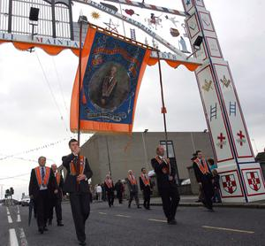Blery Loyal Sons of William pass under the Queen Street arch during the Twelfth parade through Lurgan. Picture By Rick Hewitt. 12/7/11.