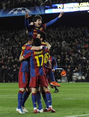 BARCELONA, SPAIN - MARCH 08:  Lionel Messi of FC Barcelona (C) celebrates with his teammates after scoring his second goal during the UEFA Champions League round of 16 second leg match between Barcelona and Arsenal at the Camp Nou stadium on March 8, 2011 in Barcelona, Spain.  (Photo by David Ramos/Getty Images)