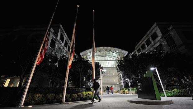CUPERTINO, CA - OCTOBER 05:  Flags fly at half staff following the death of Steve Jobs at the Apple headquarters on October 5, 2011 in Cupertino, California. Jobs, 56, passed away after a long battle with pancreatic cancer. Jobs co-founded Apple in 1976 and is credited, along with Steve Wozniak, with marketing the world's first personal computer in addition to the popular iPod, iPhone and iPad.  (Photo by Kevork Djansezian/Getty Images)