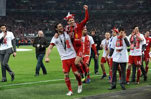 Liverpool's Andy Carroll (centre left) and Rodriguez Maxi (centre right) celebrate victory in the Carling Cup Final at Wembley Stadium, London.