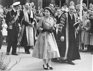 The Queen, Elizabeth 11. 1953. Coronation Year visit.The Queen and the Duke, accompanied by the Chancellor (Lord Alanbrooke) and the Vice-Chancellor (Dr Eric Ashby) Walked in procession to the Whitla Hall.  2/7/1953