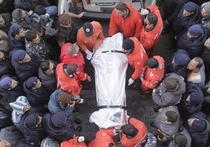 Lebanese Red Cross workers carry the body of one of the victims of the Ethiopian Boeing 737-800 plane that crashed in the sea, into the Rafik Hariri Hospital in Beirut, Lebanon, Monday, Jan. 25, 2010.