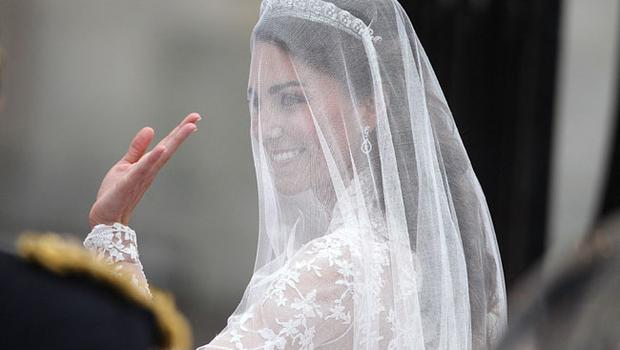 Kate Middleton arrives at Westminster Abbey for her wedding to Prince William. PRESS ASSOCIATION Photo. Picture date: Friday April 29 2011. Photo credit should read: Lewis Whyld/PA Wire