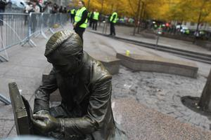 NEW YORK, NY - NOVEMBER 15:  A statue is seen in Zuccotti Park after police removed the Occupy Wall Street protesters early in the morning from Zuccotti Park on November 15, 2011 in New York City. Hundreds of protesters, who rallied against inequality in America, have slept in tents and under tarps since September 17 in Zuccotti Park, which has since become the epicenter of the global Occupy movement. The raid in New York City follows recent similar moves in Oakland, California, and Portland, Oregon.  (Photo by Mario Tama/Getty Images)