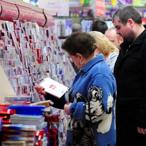 Britons will send 141 million fewer Christmas cards this year than five years ago, a survey found