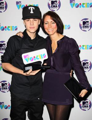 BELFAST, NORTHERN IRELAND - NOVEMBER 05:  Singer Justin Bieber is awarded the MTV Voices Award with Senior Vice President of Social Responsibility and Head of MTV Staying Alive Georgia Arnold at the MTV Voices Dinner during the MTV Europe Music Awards 2011 at the Merchant Hotel on November 5, 2011 in Belfast, Northern Ireland.  (Photo by Dave J Hogan/Getty Images)