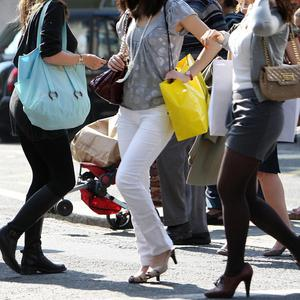 Cross-border shoppers spent 418 million euro during the last year