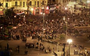 CAIRO, EGYPT - JANUARY 30:  People defy a government curfew as they continue to occupy Tahrir Square on January 30, 2011 in Cairo, Egypt. Cairo remained in a state of flux and marchers continued to protest in the streets and defy curfew, demanding the resignation of Egyptian president Hosni Mubarek. As President Mubarak struggles to regain control after five days of protests he has appointed Omar Suleiman as vice-president. The present death toll stands at 100 and up to 2,000 people are thought to have been injured during the clashes which started last Tuesday. Overnight it was reported that thousands of inmates from the Wadi Naturn prison had escaped and that Egyptians were forming vigilante groups in order to protect their homes.   (Photo by Peter Macdiarmid/Getty Images)