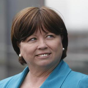 Health Minister Mary Harney has unveiled a proposal to cull up to 4,000 managers and administrative staff from the Health Service Executive
