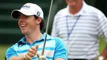 KIAWAH ISLAND, SC - AUGUST 08: Rory McIlroy of Northern Ireland smiles as his dad Gerry McIlroy looks on during a practice round of the 94th PGA Championship at the Ocean Course on August 8, 2012 in Kiawah Island, South Carolina.  (Photo by Andrew Redington/Getty Images)
