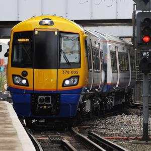 London Overground staff will be given a £650 bonus for working during the 2012 Olympics, RMT has revealed