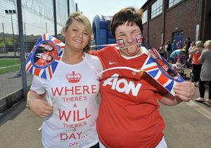 ©Russell Pritchard / Presseye  29th April 2011Street Parties held for the Royal Wedding in East Belfast Cregah Estate  Alison Russell and Cathy Foster©Russell Pritchard / Presseye
