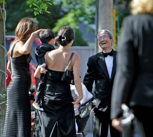 Guests line up at the Delamater Inn to be checked on a list before boarding a shuttle for the wedding of Chelsea Clinton and Marc Mezvinsky