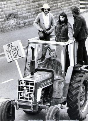 Young Farmers from the North Down area in a convoy of vehicles in support of the U.W.C strike. 1974
