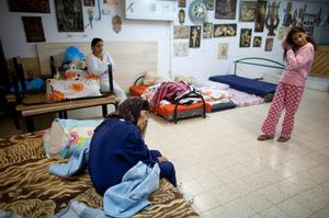 NETIVOT, ISRAEL - NOVEMBER 14:  (ISRAEL OUT) An Israeli woman and children sit inside a bomb shelter on November 14, 2012 in Netivot, Israel. Israel Defense Forces launched aerial attacks on targets in Gaza that killed the top military commander of Hamas, (Photo by Uriel Sinai/Getty Images)