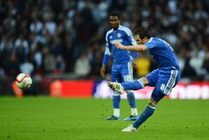 LONDON, ENGLAND - APRIL 15:  Frank Lampard of Chelsea scores their fourth goal from a free kick during the FA Cup with Budweiser Semi Final match between Tottenham Hotspur and Chelsea at Wembley Stadium on April 15, 2012 in London, England.  (Photo by Mike Hewitt/Getty Images)