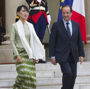 Burmese opposition leader Aung San Suu Kyi and French president Francois Hollande leave the Elysee Palace in Paris (AP)