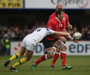 CLERMONT-FERRAND, FRANCE - JANUARY 21:  Stefan Terblanche of Ulster is tackled during the Heineken Cup match between ASM Clermont Auvergne and Uster at Stade Marcel Michelin on January 21, 2012 in Clermont-Ferrand, France.  (Photo by Tom Shaw/Getty Images)