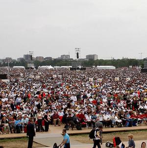 A million follwers at a Mass celebrated by the Pope in Bresso, near Milan, Italy (AP)