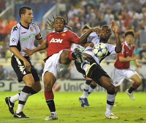 Manchester United's Oliveira Anderson (centre) battles Valencia's David Navarro (left) and Luis Miguel (right) for the ball during the the UEFA Champions League, Group C match at the Estadio Mestalla, Valencia, Spain