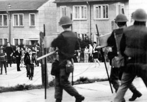 Riots : Belfast. August 1970.  The common sight in the Roman Catholic estate at Ballymurphy, Belfast, as young rioters attack the army with missiles during the troubles.  (04/08/70)
