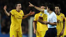 BARCELONA, SPAIN - MARCH 08:  Robin van Persie (L) of Arsenal reacts to referee Massimo Busacca after showing his a red card during the UEFA Champions League round of 16 second leg match between Barcelona and Arsenal on March 8, 2011 in Barcelona, Spain.  (Photo by Jasper Juinen/Getty Images)