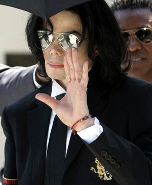 SANTA MARIA, CA - JUNE 13:  Michael Jackson waves as he leaves Santa Barbara County Superior Court after he was acquitted in his child molestation case June 13, 2005 in Santa Maria, California. After seven days of deliberation the jury has reached a not guilty verdict on all 10 counts in the trial against Michael Jackson. Jackson was charged in a 10-count indictment with molesting a boy, plying him with liquor and conspiring to commit child abduction, false imprisonment and extortion. He pleaded innocent.