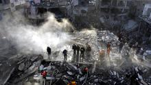 Palestinians search for bodies in the rubble of the destroyed house of Hamas senior leader Nizar Rayan after an Israeli missiles strike in the refugee camp of Jabaliya on January 1, 2009 in Gaza