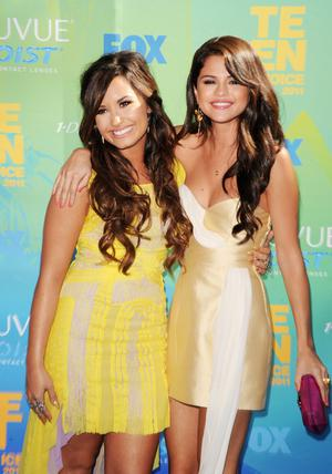 UNIVERSAL CITY, CA - AUGUST 07:  Singer/actresses Demi Lovato (L) and Selena Gomez arrive at the 2011 Teen Choice Awards held at the Gibson Amphitheatre on August 7, 2011 in Universal City, California.  (Photo by Jason Merritt/Getty Images)