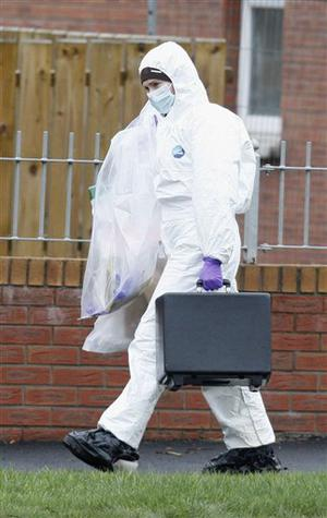 Police forensic officers arrive at the scene of a shooting near Lismore Manor, Craigavon, Northern Ireland, Tuesday, March 10, 2009. Irish Republican Army dissidents fatally shot a policeman in the head as he responded to an emergency call, just 48 hours after the killing of two soldiers, Northern Ireland's police commander said Tuesday. (AP Photo / Peter Morrison)