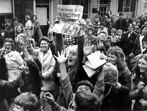 Crowds during the Ulster Worker's Council strike. 28/05/74