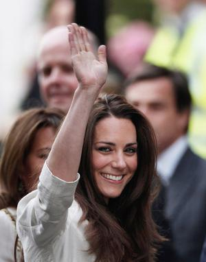 LONDON, ENGLAND - APRIL 28:  Catherine Middleton waves to the crowds as she arrives at The Goring Hotel after visiting Westminster Abbey on April 28, 2011 in London, England. With less than 24 hours to go final preparations for the wedding of Prince William and Catherine Middleton are in place.  (Photo by Christopher Furlong/Getty Images) *** Local Caption *** Catherine Middleton;