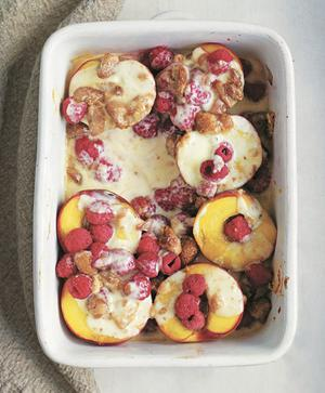 Baked peaches with raspberries and amaretti