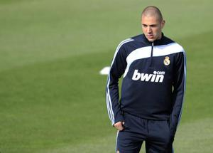 <b>Karim Benzema</b><br/> United look short of options up front. An injury to Rooney tends to bring a crisis to the club as they look around for other options - which frankly aren't there. Dimitar Berbatov and Michael Owen have performed nowhere near expectations and Federico Macheda is still a couple of years from his best. So Ferguson will look to strengthen, with one option being Karim Benzema. Ferguson tried to sign the French 22-year-old last summer but he opted for Real Madrid instead. Fortunately for United, he hasn't had the best of times at the Bernabeu and might be open to moving on. There are rumours Nemanja Vidic could go the other way in any deal.