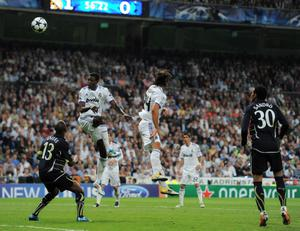 MADRID, SPAIN - APRIL 05:  Emmanuel Adebayor (2nd L) of Real Madrid scores his second goal past William Gallas (L) of Tottenham Hotspur during the UEFA Champions League quarter final first leg match between Real Madrid and Tottenham Hotspur at Estadio Santiago Bernabeu on April 5, 2011 in Madrid, Spain.  (Photo by Jasper Juinen/Getty Images)
