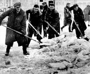 Clearing the snow, Belfast city centre, 6/2/1963 To purchase this photograph as large format canvas or acrylic visit Belfast Telegraph page on www.niphotocanvas.co.uk
