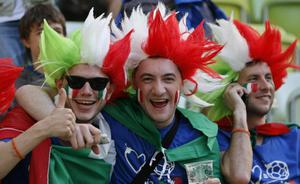 Italian fans cheer prior to the Euro 2012 soccer championship Group C match between  Spain and Italy in Gdansk, Poland, Sunday, June 10, 2012. (AP Photo/Michael Sohn)