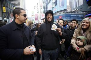 Magician David Blaine, left, performs a card trick for Michael Sharpe, of Manhattan, Friday, Jan. 15, 2010, in New York.  Blaine is performing a 72-hour magic marathon in Times Square to raise money for Haiti earthquake victims. (AP Photo/Mary Altaffer)