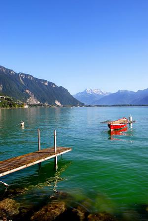 The lake with Mont Blanc in the distance
